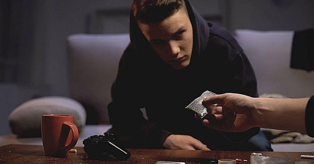 סחר בסמים - בני נוער